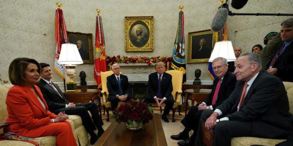Democratische en Republikeinse Congresleiders kwamen donderdag bijeen in het Witte Huis voor overleg met president. Een paar uur later bereikten ze een kortstondige deal over het schuldenplafond (foto: Reuters)