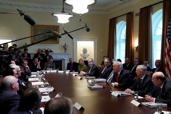 Trump overlegt met Congresleden over de hervorming van de immigratiewetten. Amerikaanse TV-kijkers konden de beraadslagingen live volgen (foto: Reuters)