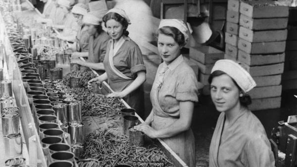 In 1934, women on a production line canning beans in Cambridgeshire, UK. (Courtesy of BBC)