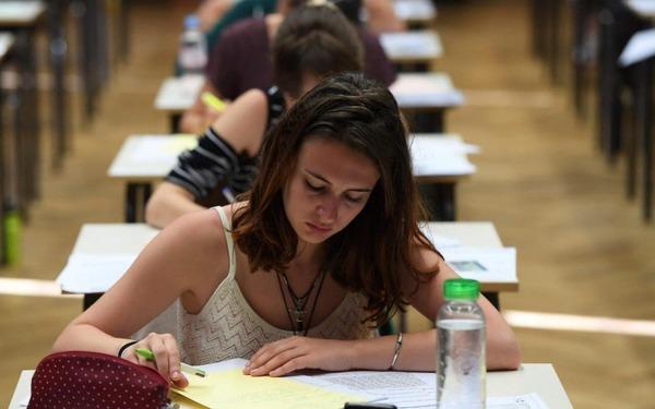 1. Die Oxford University will den Notenschnitt von Studentinnen verbessern – und gibt ihnen mehr Zeit für Prüfungen