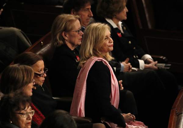Democratische Congresleden tijdens de State of the Union van Trump (foto: Reuters)