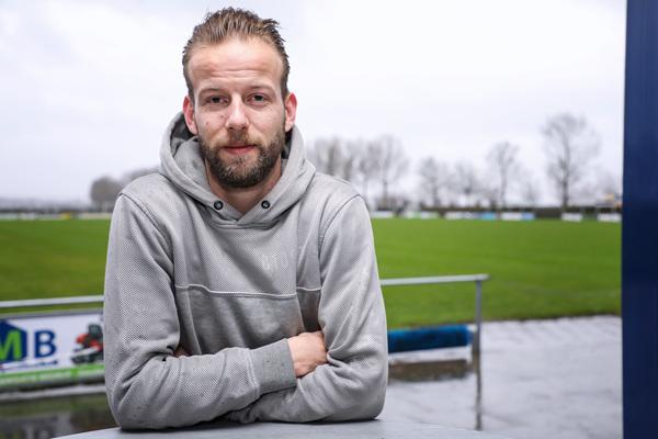 Bart van den Bogaard twijfelt na zijn sleutelbeenbreuk. Zal hij ooit weer aan voetballen toekomen? Klik op de foto (van Lya Cattel) om het interview met Bart te lezen.