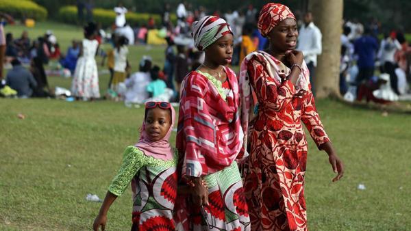 Afrikanische Länder lehnen Textilspenden ab – weil sie die eigene Industrie ruinieren
