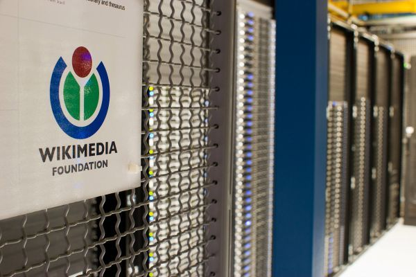 Are corporations that use Wikipedia giving back?