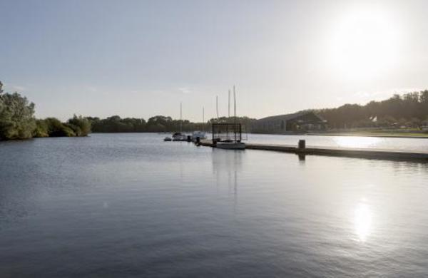 À la découverte de l'étang en chuchotant - Genieten van de plas op de fluisterboot