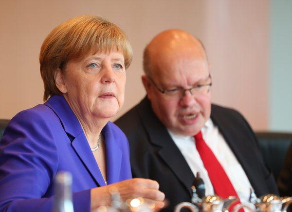 Bondskanselier Angela Merkel en haar rechterhand Peter Altmaier