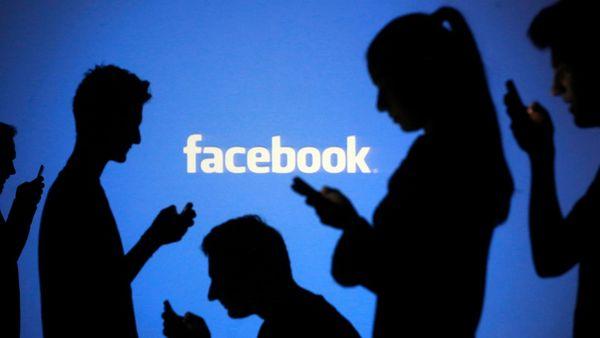 Dieses Video zeigt, wie Facebook, Amazon & Co. euch mit psychologischen Tricks auf der Seite halten wollen