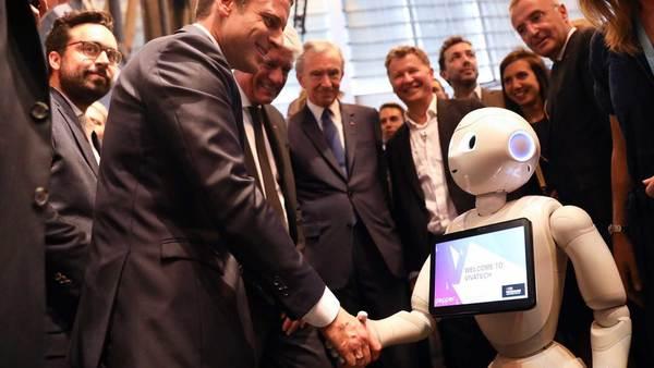 De nieuwe Franse president maakt kennis met Emmanuel Macron