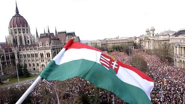 Wie das Misstrauen Ungarn zerstört – aber der Politik hilft