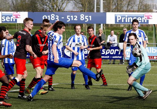 Koploper Almkerk doet goede zaken met 1-0 tegen Papendrecht