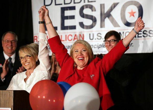 De Republikein Debbie Lesko wint een Congreszetel in Arizona (foto: Reuters)