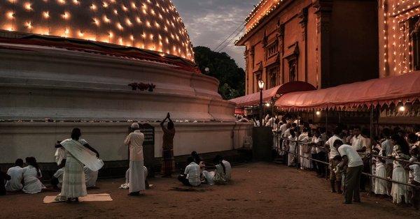 Sri Lanka streitet sich darüber, wie das Land Buddha feiern soll
