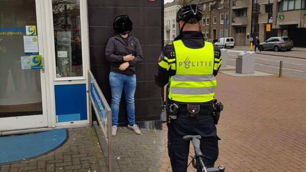 Advocaat dient klacht in tegen politie Dordrecht voor fotograferen supporters