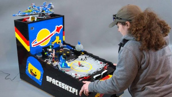 Deze werkende LEGO-flipperkast is geweldige kunst