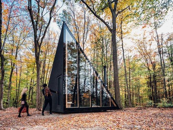 Dit duurzame tiny house gaat volledig op de Scandinavische wildernis