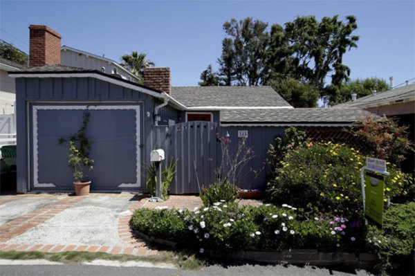 Tiny California cottage on market for just under $1 million - WeirdNews - Dunya News