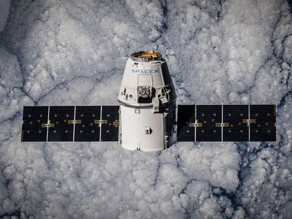 SpaceX delays plans to send space tourists to circle moon - CNET