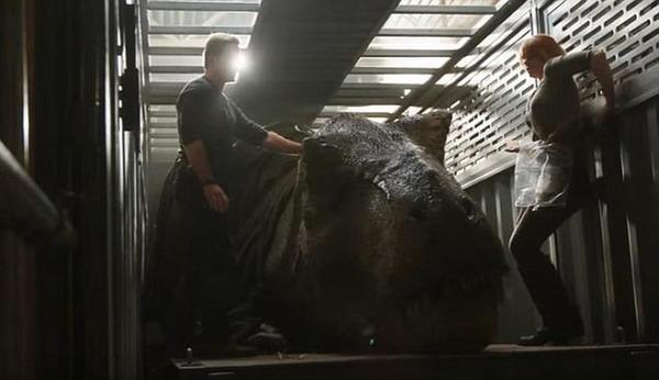 Bedrijf uit Zwevezele levert vrachtwagens aan Jurassic World voor vervoer van... dinosaurussen | KW.be