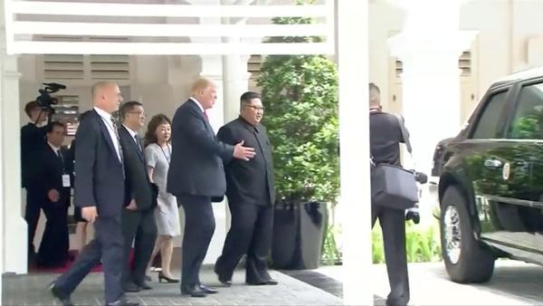 Trumpt toont Kim Jong-un The Beast (foto: Reuters)