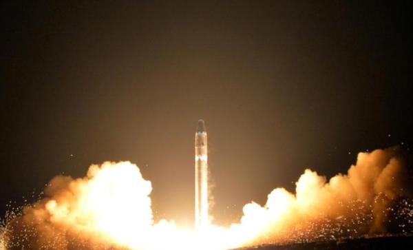 Noord-Korea testte in november vorig jaar een nieuwe lange-afstandsraket (foto: KCNA)