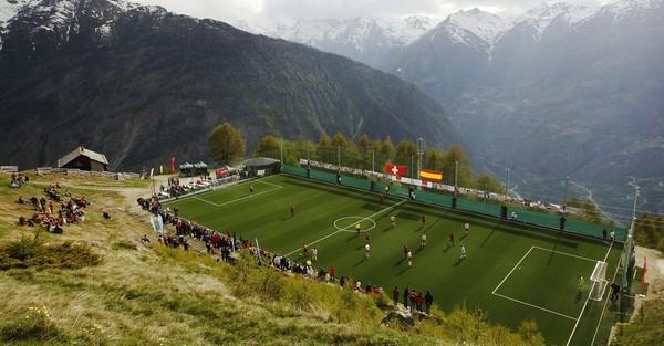 So toll können Fußballfelder aussehen, wenn sie nicht von Tribünen umgeben sind