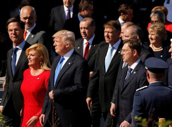 Premier Rutte en president Trump tijdens de NAVO-top vorig jaar in Brussel (Foto: Reuters)