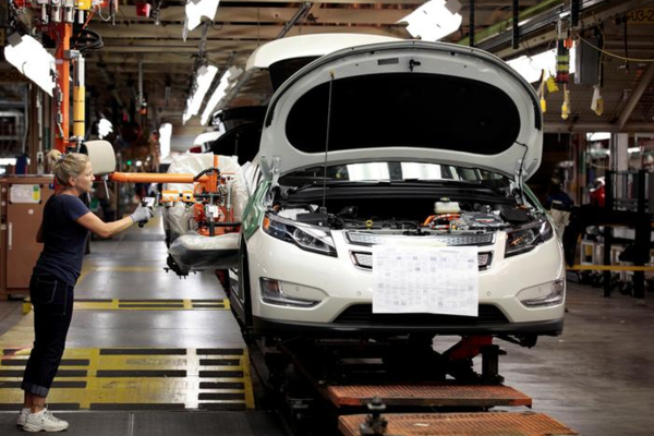 Een Chevrolet wordt in elkaar gezet in een General Motors fabriek in Michigan (foto: Reuters)