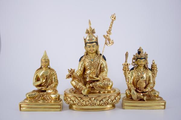 Khen Lob Chos Sum - AKARA Collection