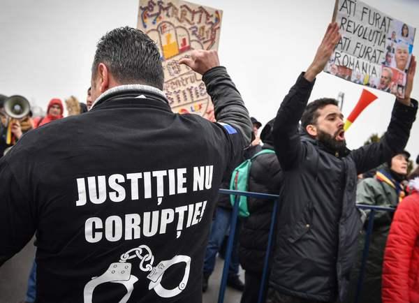 Gerechtigheid, geen corruptie. Demonstratie tegen ontslag aanklager in Roemenië