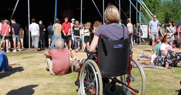 Zomerfestivals: geen feestje met een fysieke beperking