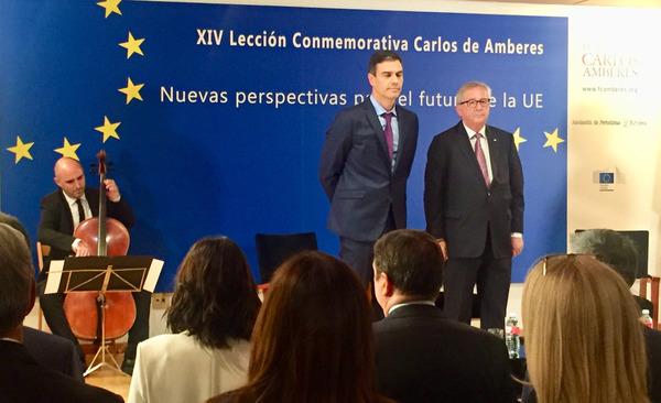 Juncker in Madrid, links de Spaanse premier Sanchez - Foto Rop Zoutberg