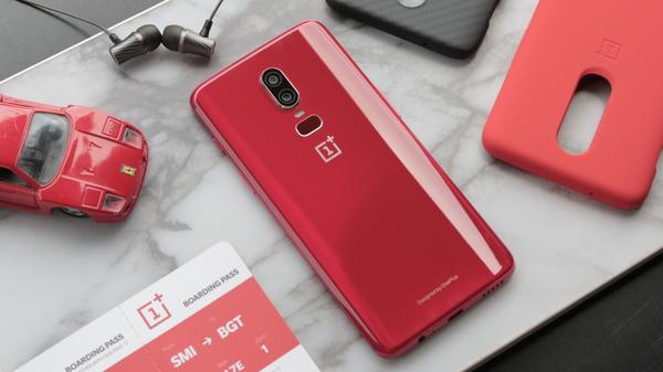 OnePlus 6 Red: hoe glazen smartphones zich onderscheiden