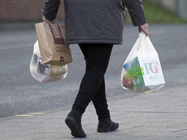 Die Einführung von Gebühren auf Einfach-Plastiktüten ist ein voller Erfolg