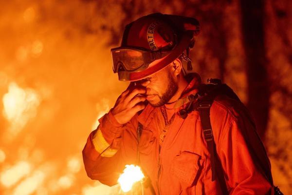 In Kalifornien kämpfen Gefängnis-Insassen für einen Hungerlohn gegen die Waldbrände