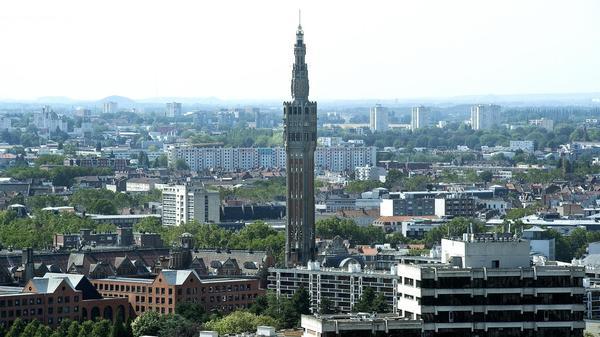 Depuis la Tour de Lille, rencontre au sommet avec la ville - Uitzicht op Rijsel vanuit de 'laars' van Euralille