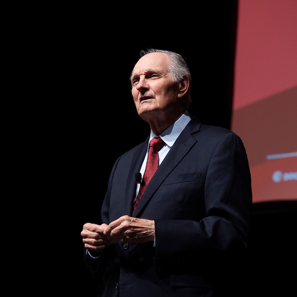 Alan Alda shares value of communicating science during lecture at MSU | Mississippi State University