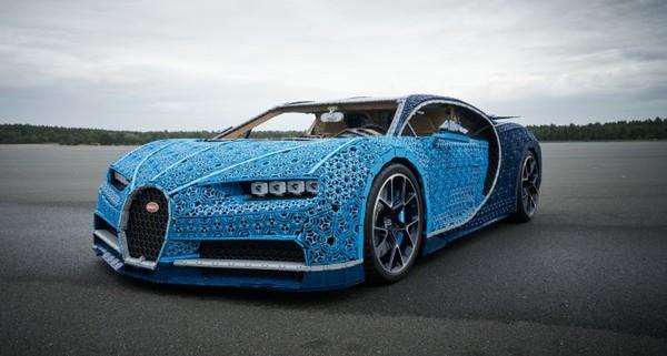 Levensgrote Bugatti is compleet van LEGO gebouwd en kan echt rijden