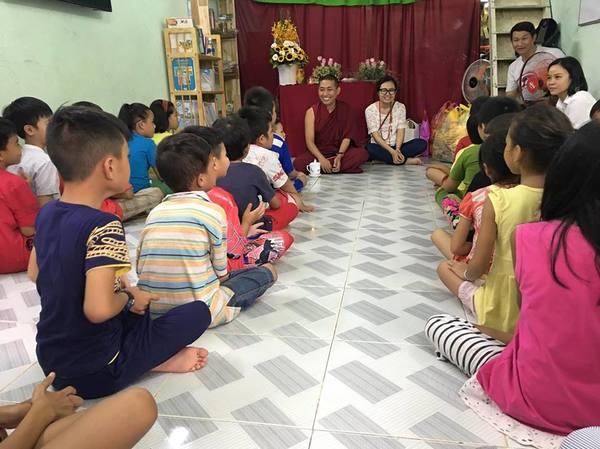 Tulku Mingmar Visiting Charity Class