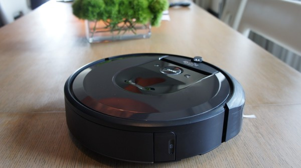 Lazy People Rejoice, This Robot Vacuum Cleans Up the Clean Up