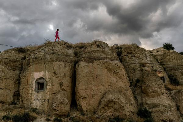 Diese Fotografin hat Spanier fotografiert, die in 500 Jahre alten Höhlen leben