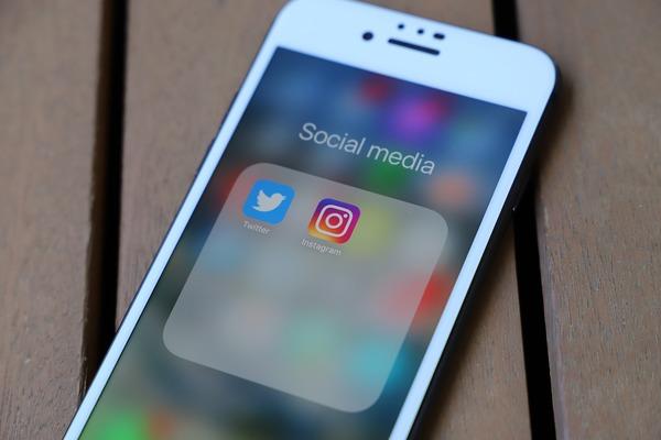 Le gouvernement envisage une loi pour encadrer l'addiction aux réseaux sociaux