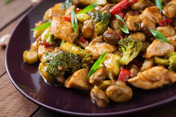 Geroerbakte broccoli met oestersaus.