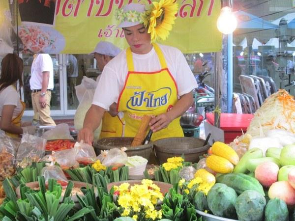 Chinatown, Bangkok. Er staan overal kraampjes met lekkernijen.