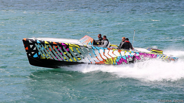 Dieses neuartige Boot bringt Sportwagen-Fahrmodi aufs Wasser