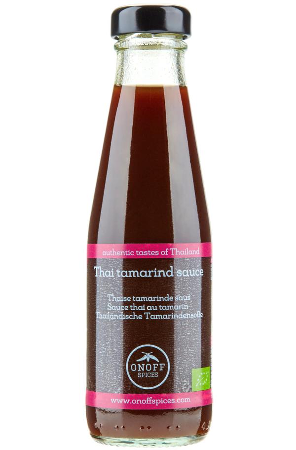 Een flesje boordevol vruchtvlees van de tamarinde.