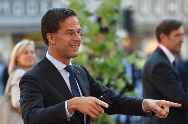 Premier Rutte geeft de maat aan tijdens de top in Salzburg