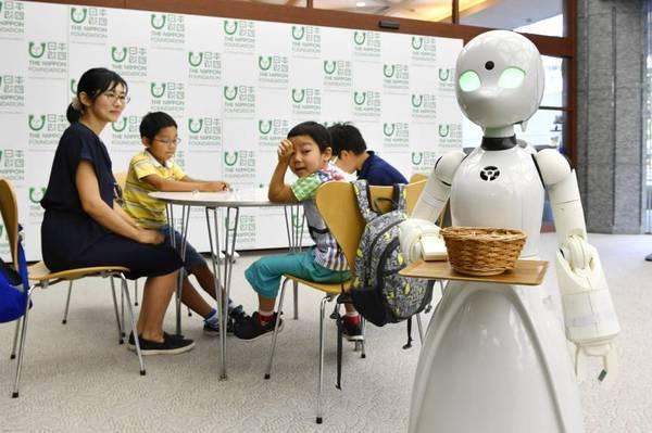 Dieses Café bedient seine Gäste mit Robotern – gesteuert von behinderten Menschen