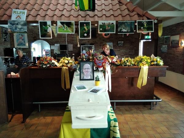 Indrukwekkend afscheid van Ronald Peeters bij VV Knollendam   De Orkaan
