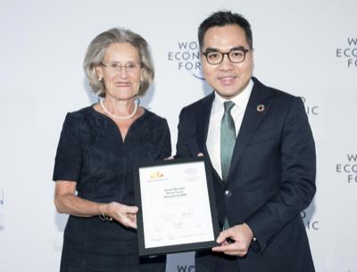 David Yeung (Green Monday) receiving the award
