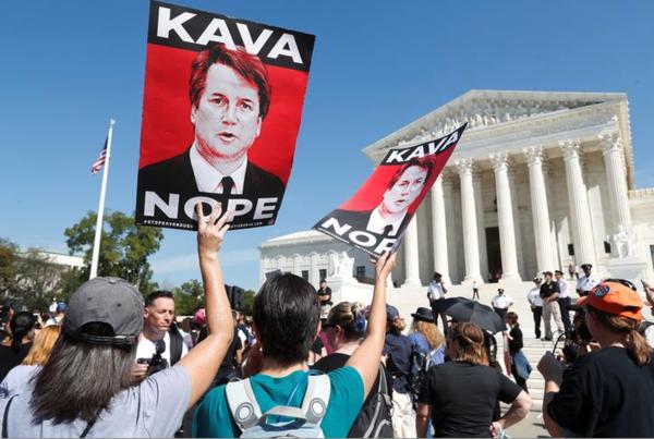 Duizenden betogers demonstreerden de afgelopen dagen bij het Supreme Court om te protesteren tegen de benoeming van Brett Kavanaugh (foto: Reuters)